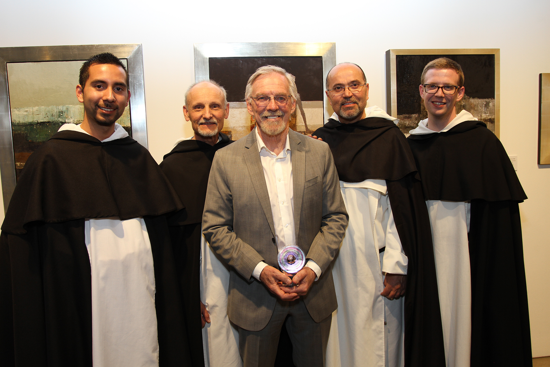 02 – IMG_5093_Opening Gala_Dan McCaw with Dominicans