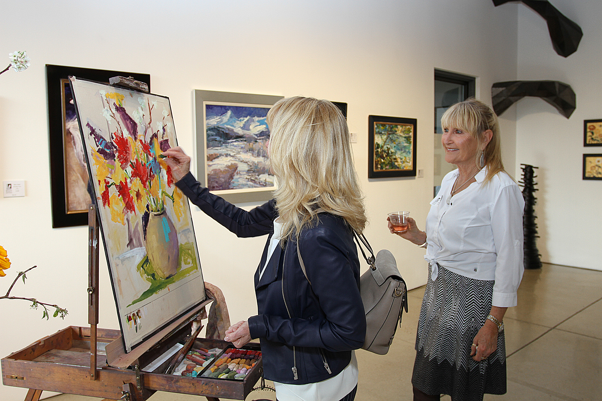 09 – IMG_204Q4980_Opening Gala_Artist Terrie Lombardi with Founding Connoisseur Christy Mardensen painting