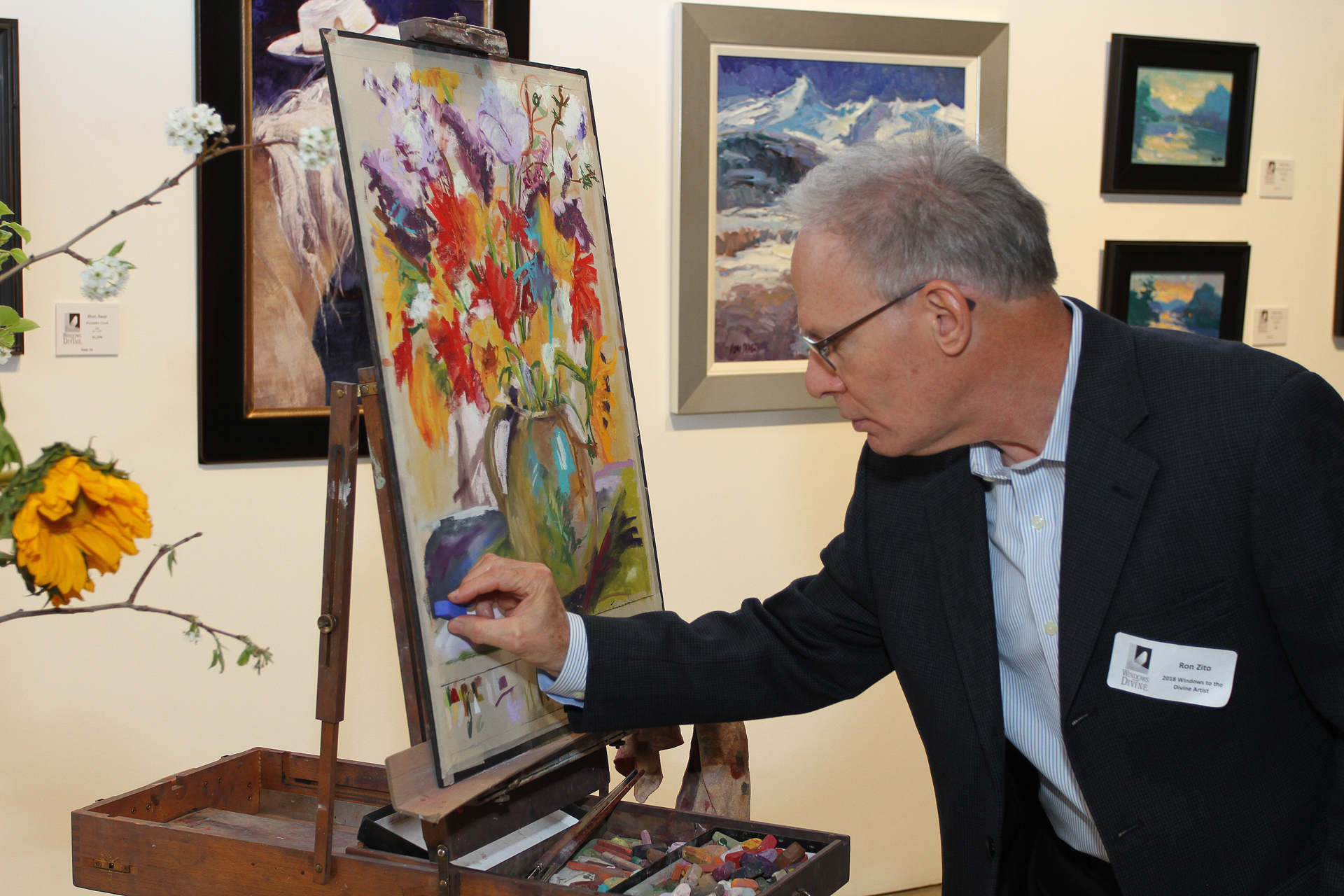 13 – IMG_5068_Opening Gala_Windows 2018 Artist Ron Zito painting on Lombardi demo